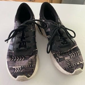 Adidas black and white sneakers 6.5